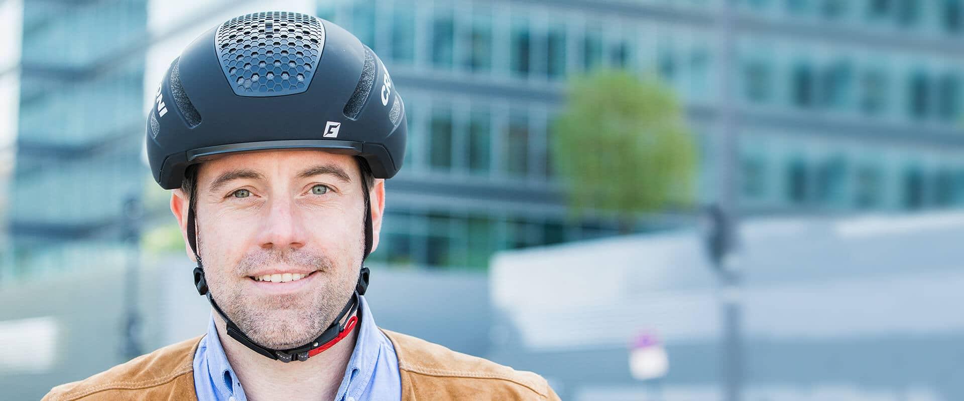 Schwarzer Helm fürs E-Bike